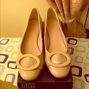 ***Brand new never worn Beige patent leather shoe